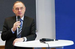 NRW-Finanzminister Walter-Borjans auf einer DGB-Veranstaltung in Köln zur Finanzierung der öffentlichen Verkehrsinfrastruktur.