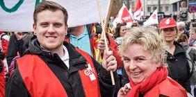 GEW-Mitglieder bei Streik im öffentlichen Dienst in Köln