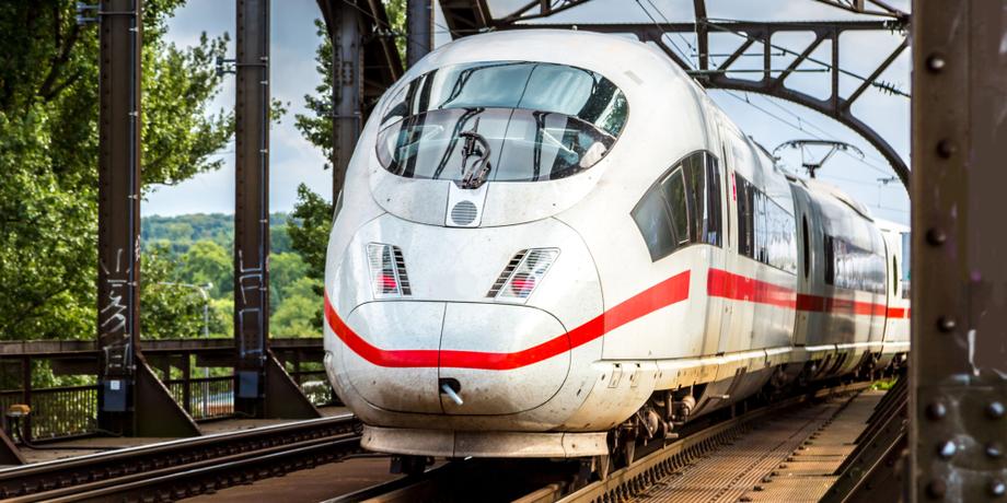 Inter City Express auf Schiene