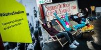 Studierst du noch oder lebst du schon? Studierende an der Uni Bielefeld machen Stimmung für bessere Studienbedingungen