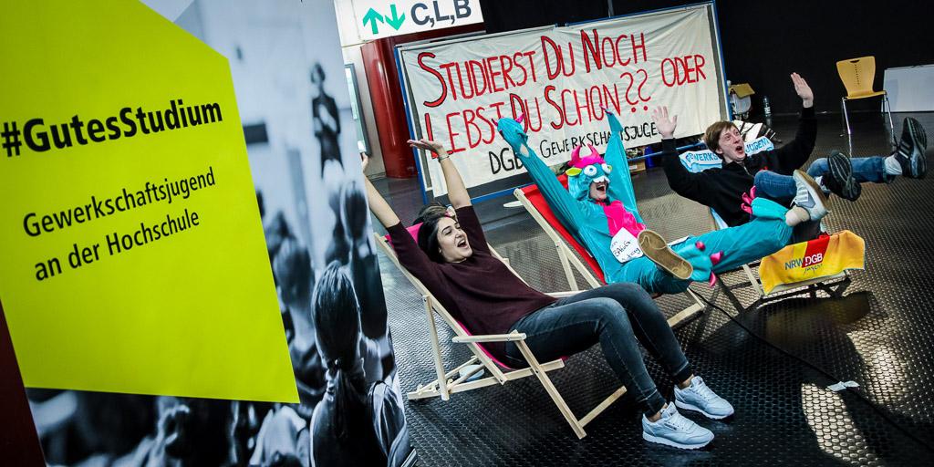 Studierst du noch oder lebst du schon? - Studierende der Uni Bielefeld machen Druck für bessere Studienbedingungen