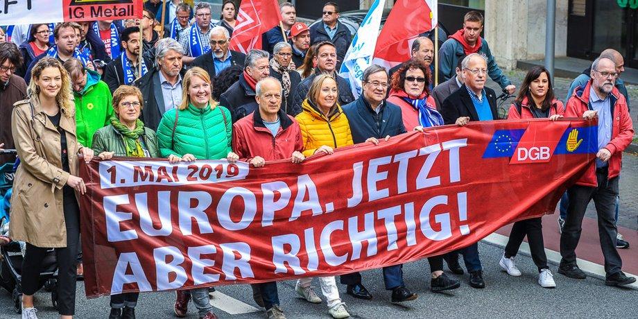 Anja Weber und Ministerpräsident Armin Laschet bei der landeszentralen Kundgebung zum 1. Mai 2019 in Bielefeld