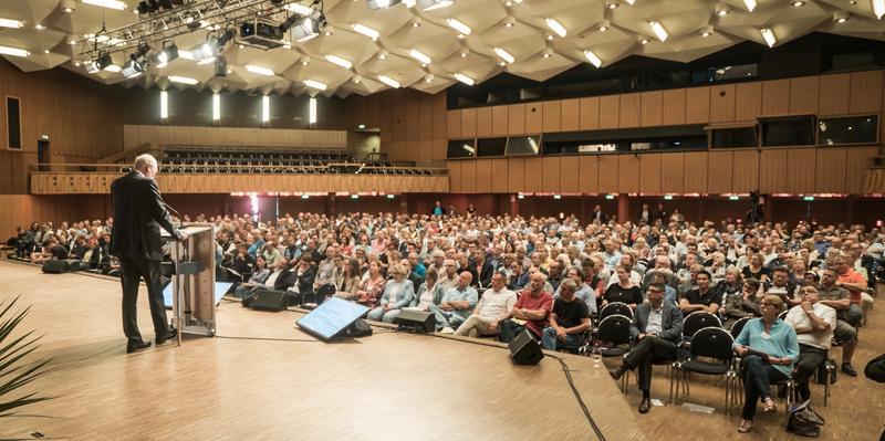 Andreas Meyer-Lauber spricht vor rund 800 Mitgliedern aus Interessenvertretungen