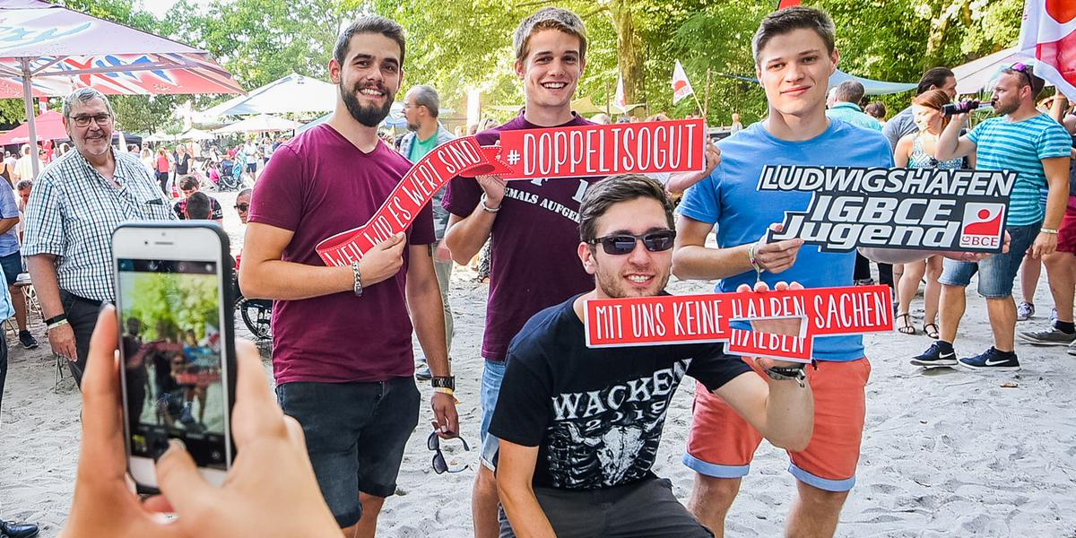 IG BCE-Jugend-Aktion für Chemie-Tarifrunde in Ludwigshafen