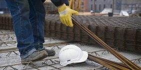 Bauarbeiter mit Arbeitsschutzkleidung