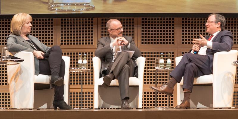 Ministerpräsidentin Hannelore Kraft und Armin Laschet diskutieren mit den Gewerkschaften über Nordrhein-Westfalens Arbeitsmarkt-Politik