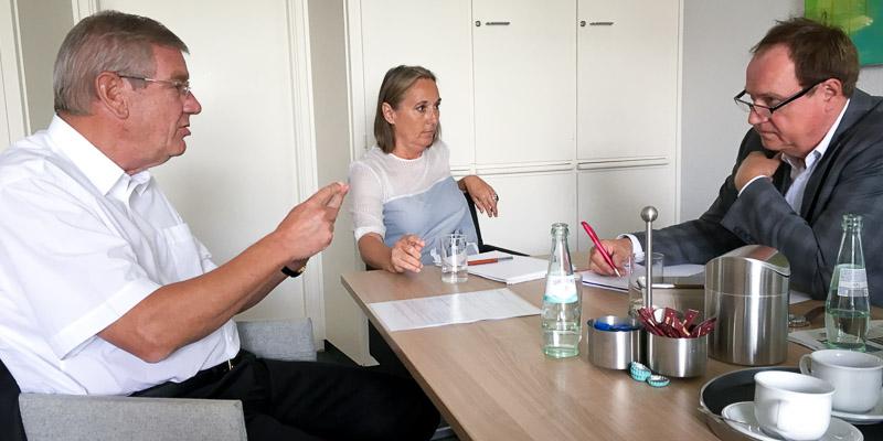 Arndt G. Kirchhoff (l.) und Anja Weber im Interview mit Gerhard Voogt vom Kölner Stadt-Anzeiger