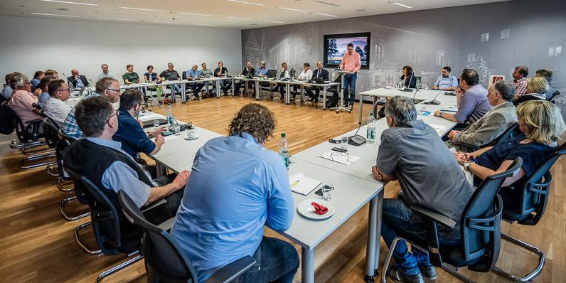 Mitglieder aus Interessenvertretungen informieren sich zu Gestaltungsmöglichkeiten der Digitalisierung