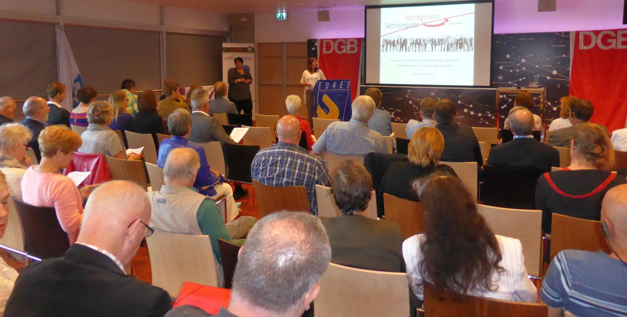 Teilnehmende auf der Tagung des Interregionalen Gewerkschaftsrats Rhein-Ijssel (IGR) zum Thema Langzeit-Arbeitslosigkeit