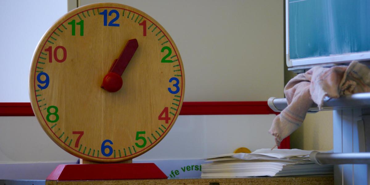 Schule Uhr Tafel