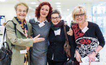 Däubler-Gmelin mit Teilnehmerinnen und Organisationatorinnen