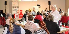 Lebhafte Diskussionen gab es am Tag für Betriebsrätinnen, Personalrätinnen und Interessenvertreterinnen in Recklinghausen