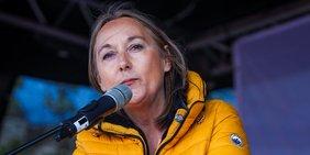 Anja Weber, Vorsitzende DGB NRW, bei ihrer Mairede 2019 in Bielefeld