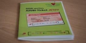Auch Auszubildende sollen in NRW günstig ÖPNV fahren: Broschüre der DGB-Jugend NRW mit Anforderungen an ein Azubi-Ticket