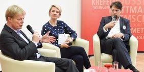 DGB-Chef Reiner Hoffmann und Journalist Jakob Augstein diskutieren am 10.11.2017 in Düsseldorf über die Zukunft der Gewerkschaften