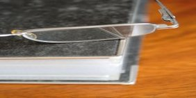 Brillenglas auf Ordner
