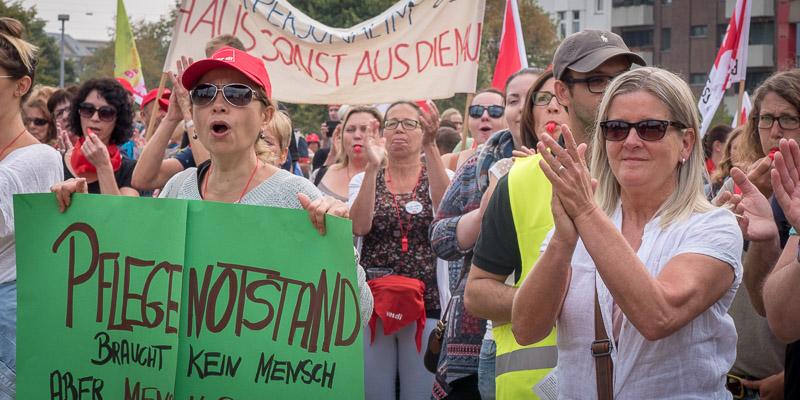 ver.di-Demonstration für mehr Personal an den Unikliniken in Düsseldorf und Essen