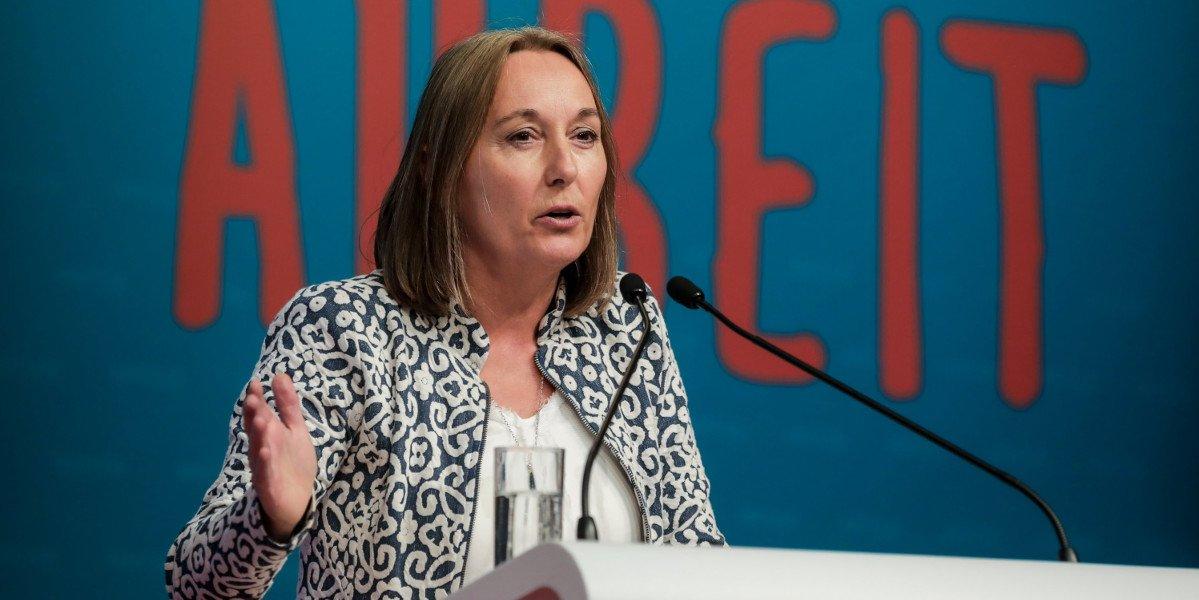 Die Vorsitzende des DGB NRW Anja Weber fordert Zahlung nach Tarif auf dem sozialen Arbeitsmarkt