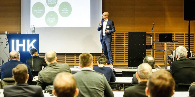 Professor Dr. André Bruns von der Hochschule RheinMain