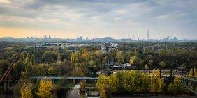 Aussicht auf Duisburg und das Ruhrgebiet vom Landschaftspark Nord
