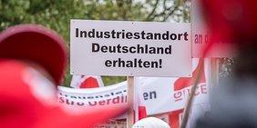 Industriestandort Deutschland erhalten: Schild auf Demo am 24.10.2018 in Bergheim