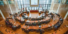 Ratssaal Gelsenkirchen: Fachgespräch Entschuldung der Kommuen im Ruhrgebiet