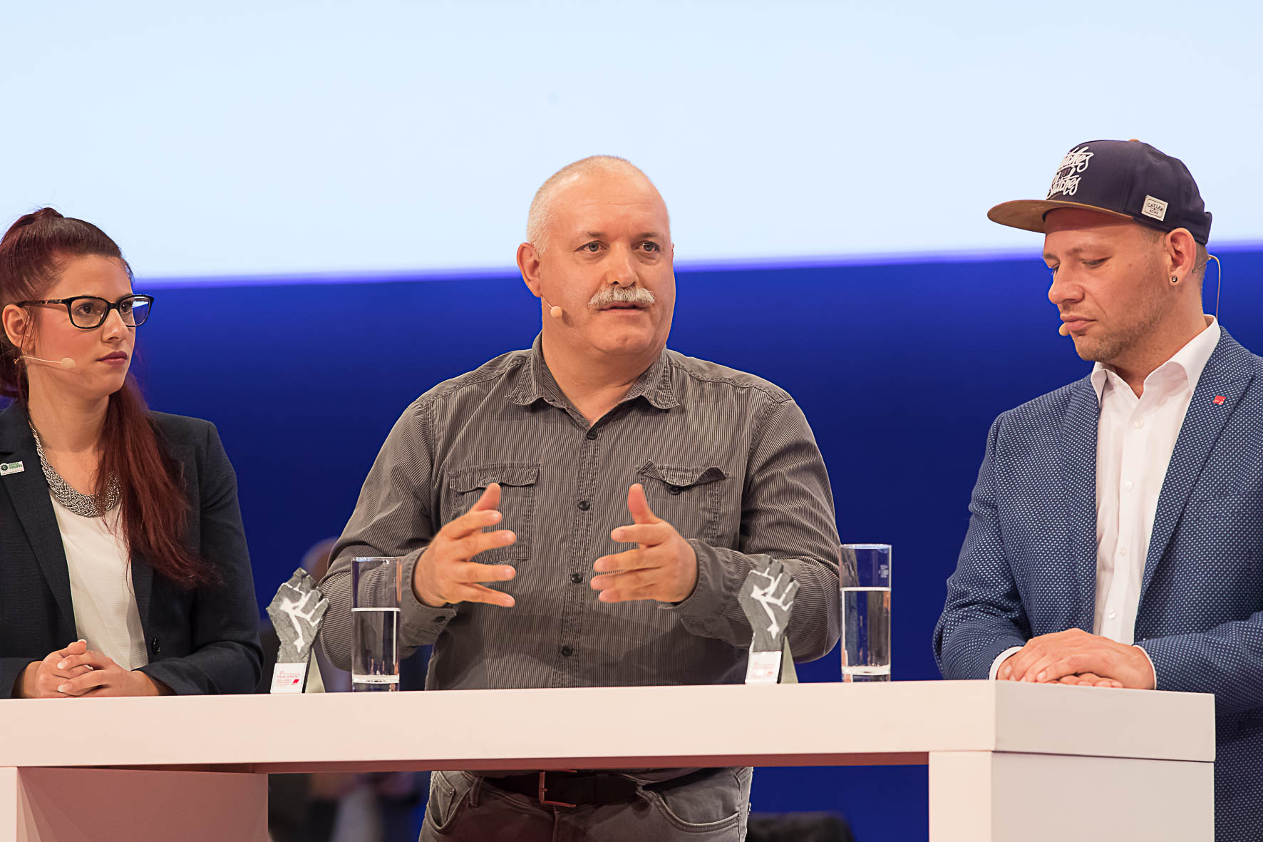 Maike Neumann (Polizistin, GdP), Andreas Liste (Jobcenter Halle, ver.di), Rajko Wengel (Ordnungsamt Kiel, ver.di) im Gespräch