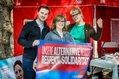 Die Dortmunder Jugendbildungsreferentin Marijke Garretsen mit zwei weiteren Teilnehmenden für Respekt und Solidarität