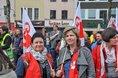 Gewerkschafterinnen mit GEW-Fahne in Köln