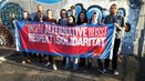 """Junge Gewerkschafterinnen und Gewerkschafter sowie Schülerinnen und Schüler aus dem Siegener Jugendparlament setzen sich unter dem Motto """"Siegen Nazifrei"""" für Respekt und Solidarität ein"""