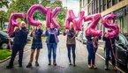 Luftballons mit Botschaft in Dortmund: FCK NZS