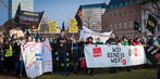 Warnstreik im öffentlichen Dienst: Demozug in Düsseldorf mit Dorothea Schäfer