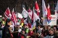 Gewerkschaften demonstrieren in Düsseldorf für 6 Prozent mehr im öffentlichen Dienst der Länder