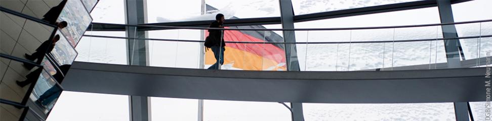 Menschen in der Bundestagskuppel, Foto: DGB/Simone M. Neumann