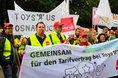 ver.di-Demonstranten fordern allgemeinverbindliche Tarifverträge im Handel