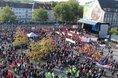 Beschäftigte demonstrieren gegen den Zusammenschluss der Stahlsparte von thyssenkrupp mit Tata
