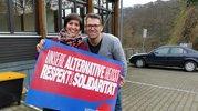 Saida und Fabian lassen sich am Rande einer Fortbildung im DGB-Jugendbildungszentrum Hattingen fotografieren.