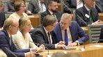 1. Reihe v.l.: Landtagspräsident André Kupper, DGB NRW-Vorsitzende Anja Weber, Ministerpräsident Armin Laschet und Unternehmerpräsident Arndt G. Kirchhoff