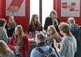 Die DGB-Jugend NRW und die junge GEW NRW informieren am Rande der Veranstaltung.
